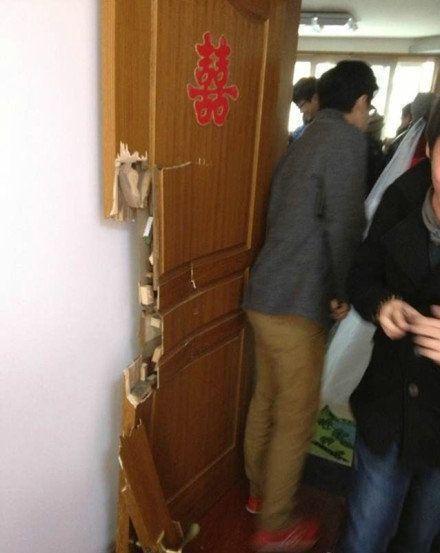 一位网友的朋友家结婚,新娘家闭门讨红包,把新郎逼急了,结果。。。