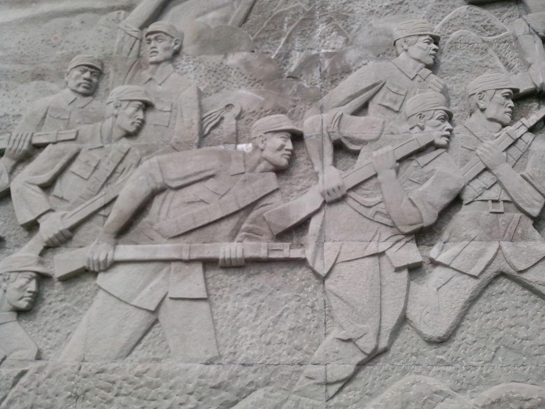 今天去陈毅故里耍了半天,隐隐觉得这个浮雕哪里有些不对。。。。