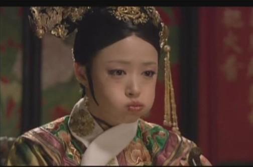 春节期间,单身适婚男女在家里的地位跟后宫里死活生不出皇子的嫔妃是一样一样的,有人为你着急,有人给你支招,有人给你白眼,有人看你笑话。