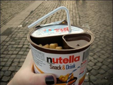 棍、冰茶、巧克力——便捷早餐三要素都被浓缩在这一个食品罐里,Ferrero(费列罗)公司的旗下的品牌,想吃吗?