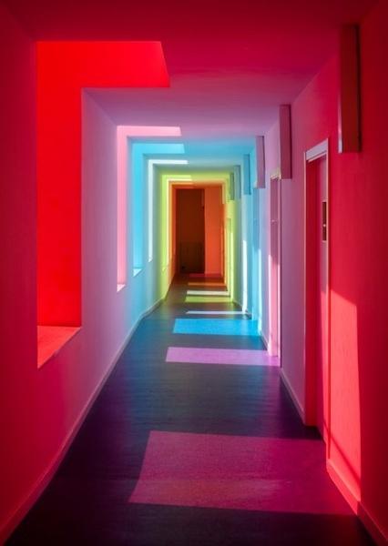彩虹走廊,走上去心情应该也会变好吧!