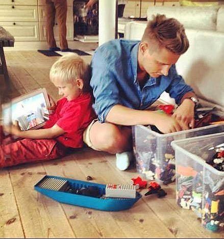 代沟。。。玩具只能留给爹地辈儿的了~