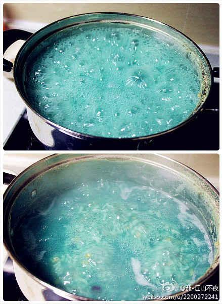 据说这锅是紫薯燕麦粥。。。