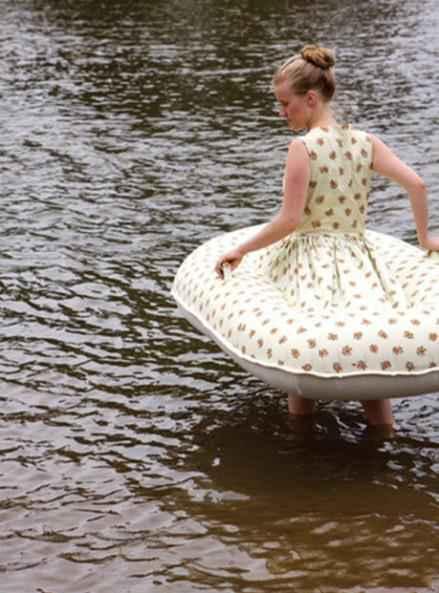 这才是真正的泳衣,旱鸭子们的至宝。
