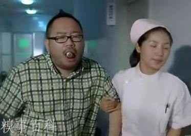 尼玛的,早上有个叫'亲了个亲'的发了个兄弟灯泡放嘴巴里拿不出来的,我哥们看了说:这傻b,连这都不行,一定要试给我们看。结果,他就成傻b了。现在医院里,拍照留念,周围欢声笑语,好不欢乐,护士强忍欢笑,眼泪都出来了。【转】