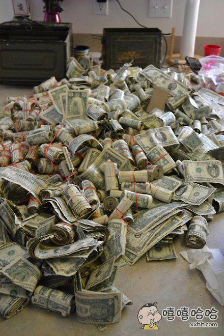许愿,一醒来客厅里就有一大推钱