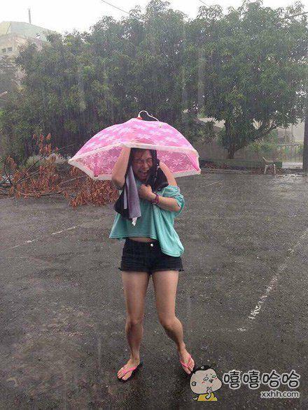 靠!下雨天带错伞。。。。