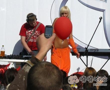 """你的气球挡住我看""""球""""啦"""