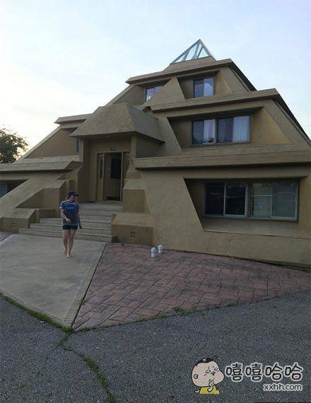 这是比照金字塔设计的房子吗?