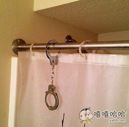 这一定是警察叔叔家的浴室