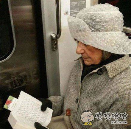 你这个帽子很有创意啊!