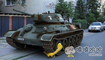 原来坦克车也要上锁的啊
