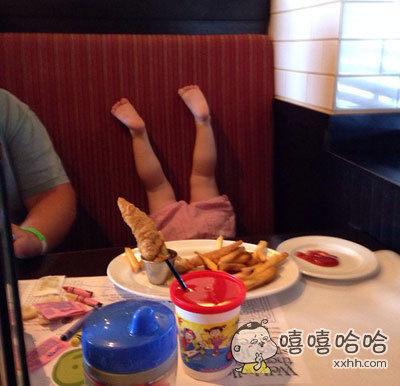 一位网友说,他带女儿去吃大餐,女儿吃到high时的吃相让他为女儿以后的未来感到担忧。。。。。