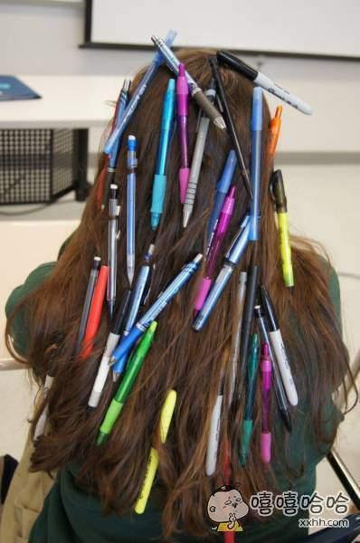 上大学了,要带够足够的笔。