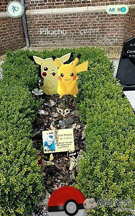 一位国外的《Pokemon Go》玩家遇到了一件神奇而又感动的事情。一只皮卡丘出现在了生前非常喜欢皮卡丘的弟弟墓前。