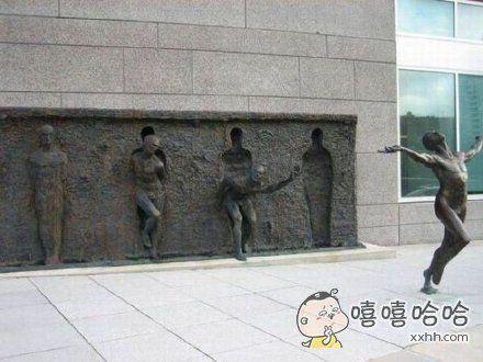 妖兽啦!!雕塑逃出来了!!