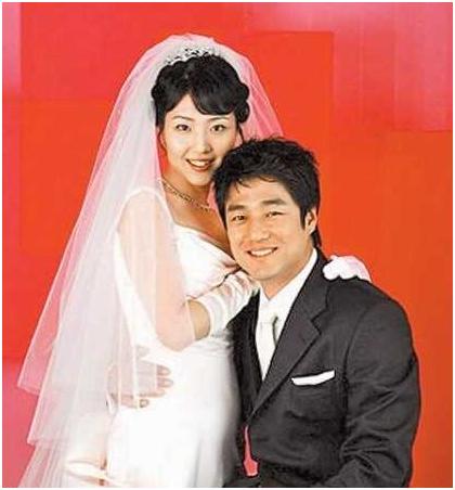 池珍熙妻子李秀妍身怀二胎恩爱一家人照片曝光
