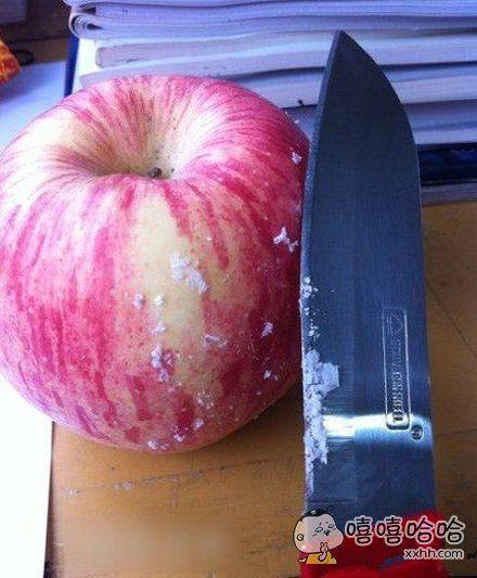 现在的苹果有很多是打上蜡再卖,看上去很光鲜。