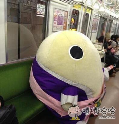 这货怎么上的地铁,咋都没卡门上呢