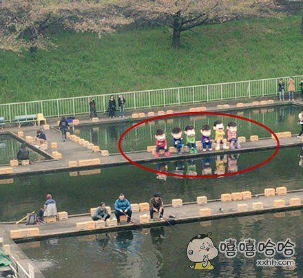 今天中午在钓鱼场看到《阿松》六兄弟。。。城会玩