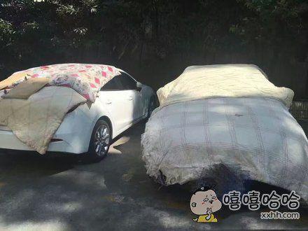 隔壁楼下王阿姨,为了防止40度天,辣花花的大太阳晒烫了车,特地为爱车盖上了阿姨常用的棉被。。。