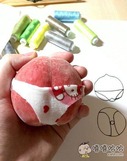 买了个桃子……感觉造型很羞涩,就想做个衣服遮一遮……遮完更羞涩了………