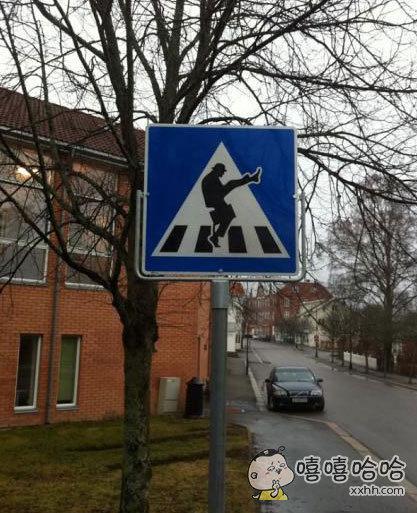 确定可以这样过马路吗?