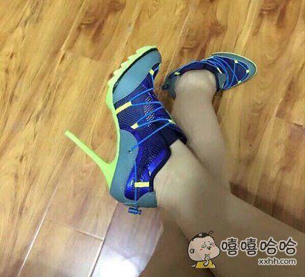 运动高跟鞋?!