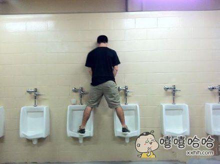 2—13青年上厕所