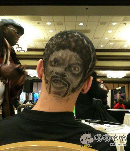 你头发剪得这么屌,你家里人知道吗