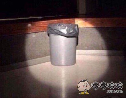 当我远距离扔垃圾进垃圾桶时,我眼里的世界