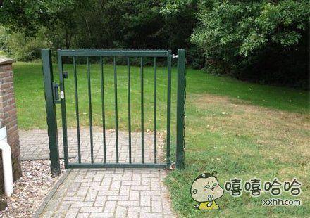 自从安上了这道铁门后感觉院子安全了许多呢~