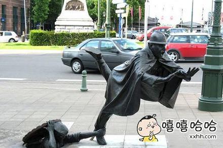 雕像也很顽皮嘛