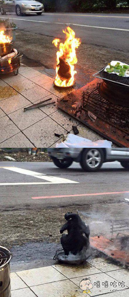 台湾中秋节的时候家家都喜欢烤肉,一位网友家烤鸡的时候没有注意好火候