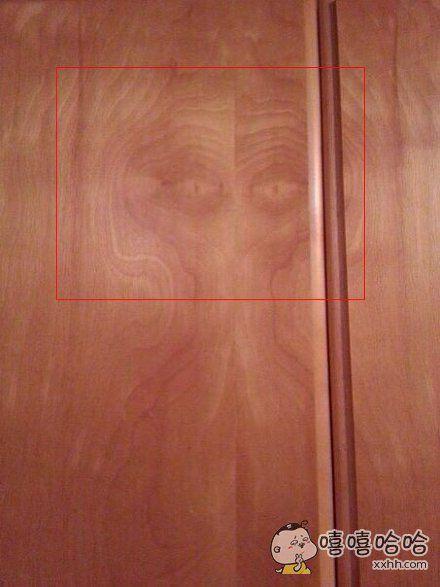 自从麻麻给我卧室安了这扇门之后,我弟就再也没来过我偷零食了。。。