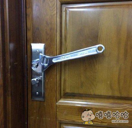 我跟老公说锁坏了,然后他说修好了。。。