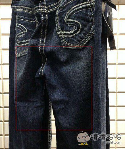 一位网友逛街买衣服,却久久不舍得试穿这条裤子,因为怕吵醒了正在沉睡的裤子君。。。