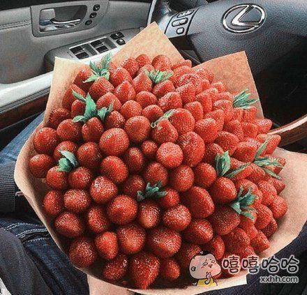 让人根本无法抗拒的草莓花束