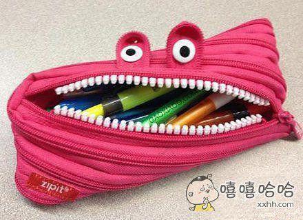 一个有着魔性笑容的笔袋