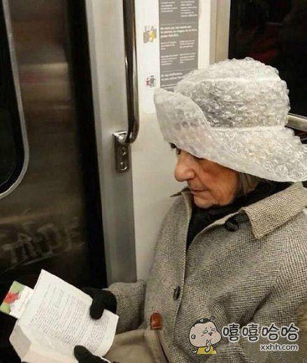 忍不住想捏捏她的帽子