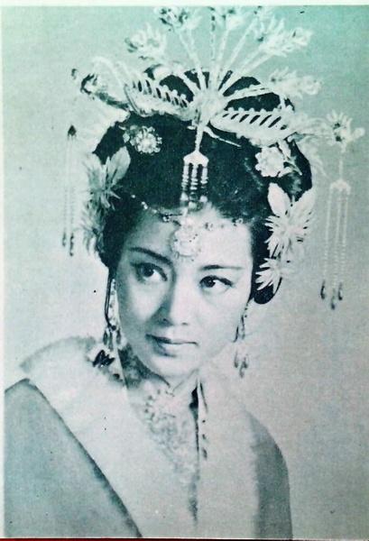 唱杜十娘李娜跟唱青藏高原李娜是否一个人?