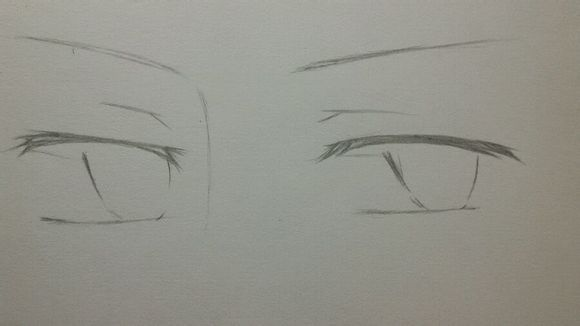 1.草稿 再次重申草稿对于铅笔画是非常重要的。只有把型定好了才能继续哦。 男生的眼睛不像萌妹,一般不会是圆形,更多是扁一点的,冷系的就更需要画的狭长一些。睫毛不用向上挑,更多是向下伸展一些,不需要根根分明w