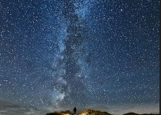 星空图片手绘水彩简单_初学者星空水彩画步骤图