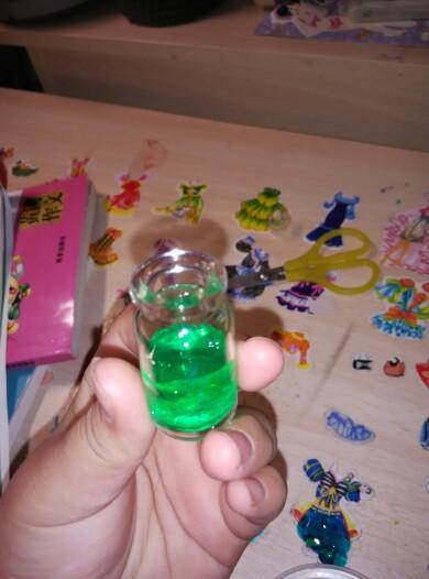 幼儿园手工彩泥瓶子