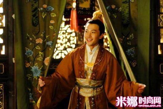 杨洋演的电视剧有《微微一笑很倾城》《茧镇奇缘》《少年四大名捕