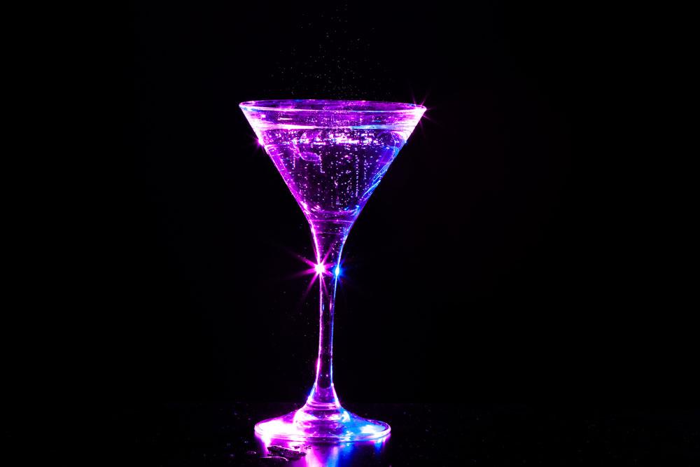 一個人沉醉在一個幻想之中,他就會把這幻象的模糊的情味,當作真實的酒圖片