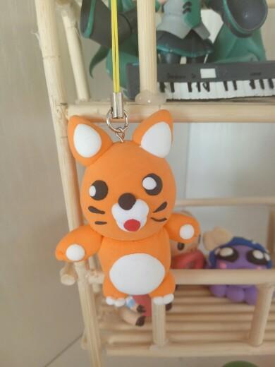 这是小老虎,那个吊着的叫啥不知道.买粘土赠的